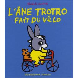 L'âne Trotro fait du vélo